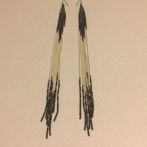 Urban outfitters seed bead dangle earrings blk/wht